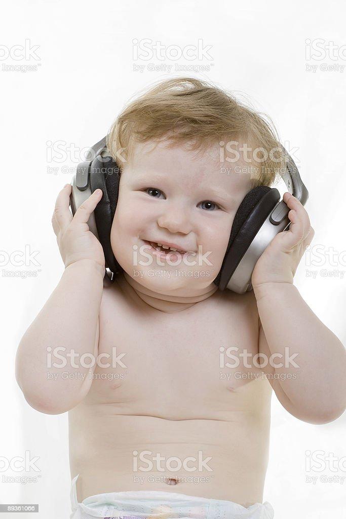 Sorridenti bambini con le cuffie foto stock royalty-free