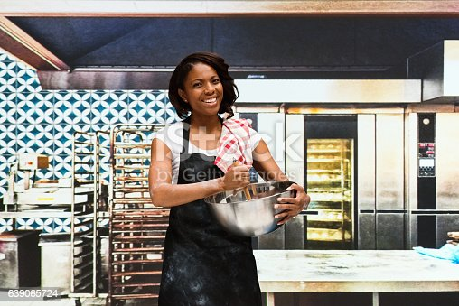 545282128 istock photo Smiling baker working in bakery 639065724