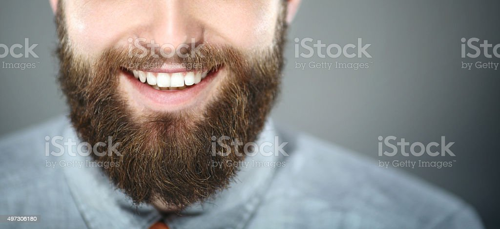 Souriant homme barbu. - Photo