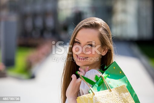 615594632 istock photo Smiling beautiful woman with shopping bags 485799736
