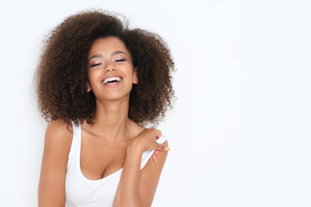 smiling beautiful young female model. - capelli voluminosi foto e immagini stock