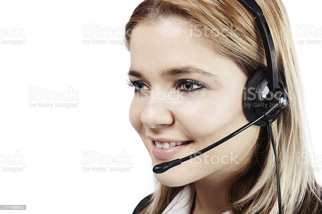 Lächelnde blonde Frau mit Kopfhörer im call-center – Foto