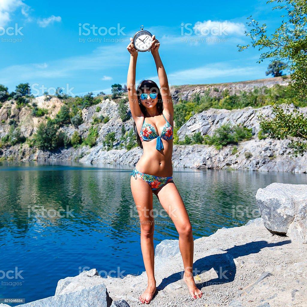 En Lago De Chica Sonriendo Morena Bikini El Montaña Explotación qLUzjMVpGS