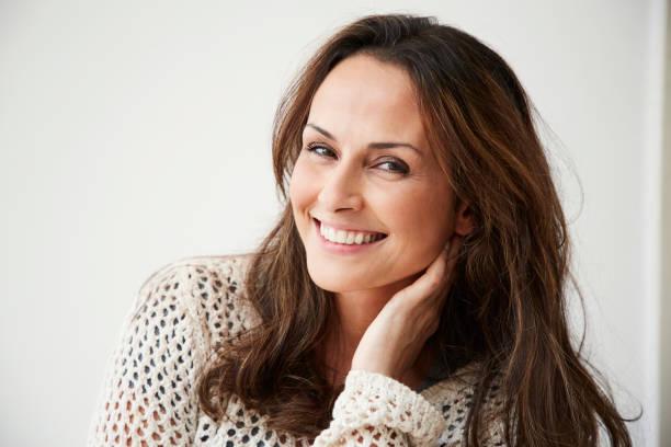 mulher sorridente brunette - 35 39 anos - fotografias e filmes do acervo