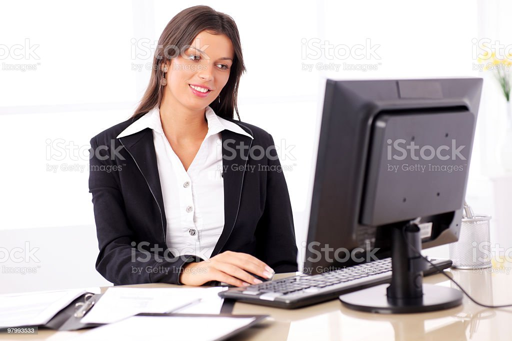 Smiling business woman working at computer. royalty free stockfoto