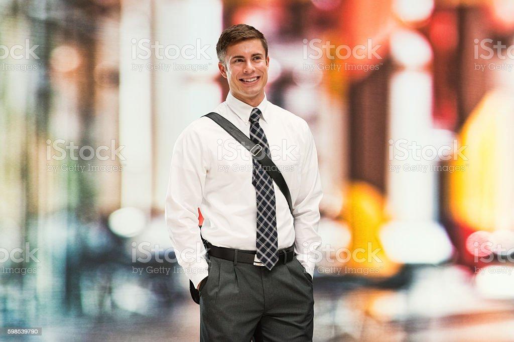 Souriant Homme d'affaires à la recherche de l'  photo libre de droits