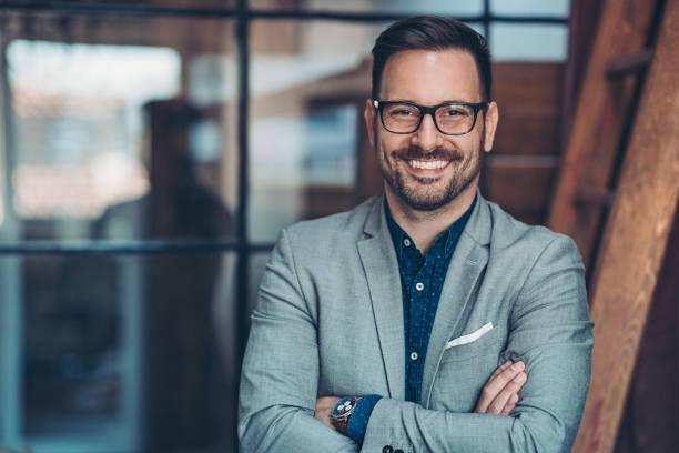 Lächelnder Geschäftsmann – Foto
