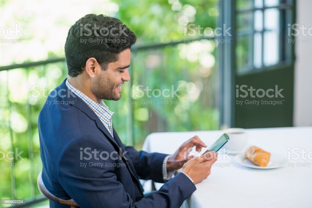 Smiling businessman using mobile phone foto stock royalty-free