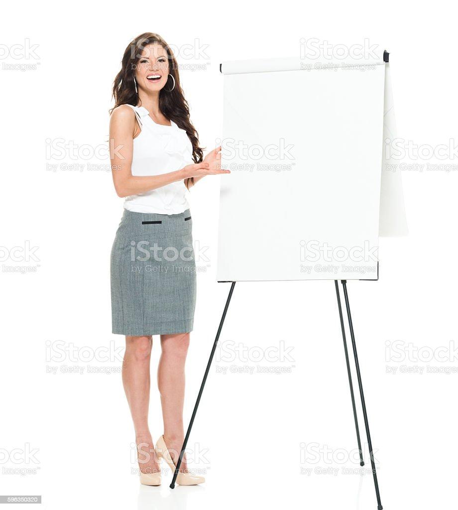 Lächelnd Geschäftsfrau Präsentation mit flipchart. Lizenzfreies stock-foto