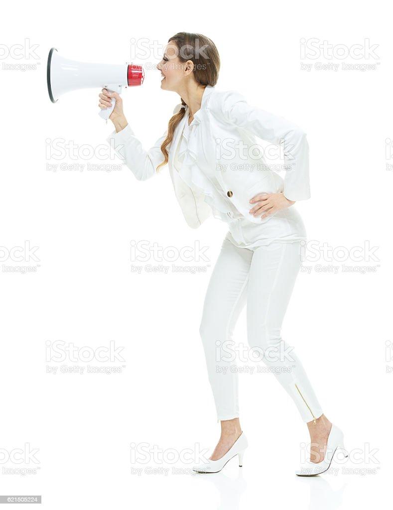 Lächelnd Geschäftsfrau schreien mit Schalltrichter Lizenzfreies stock-foto