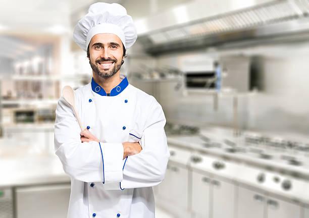 Lächelnd Chefkoch in der Küche – Foto
