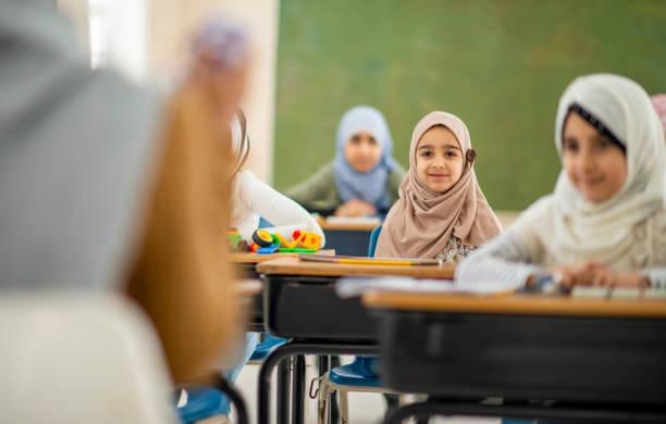 smiling children in class - foulard copricapo foto e immagini stock