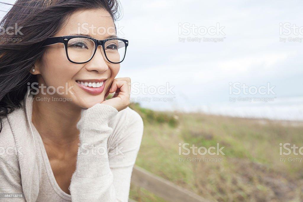 Chinesische asiatische Frau mit Brille – Foto