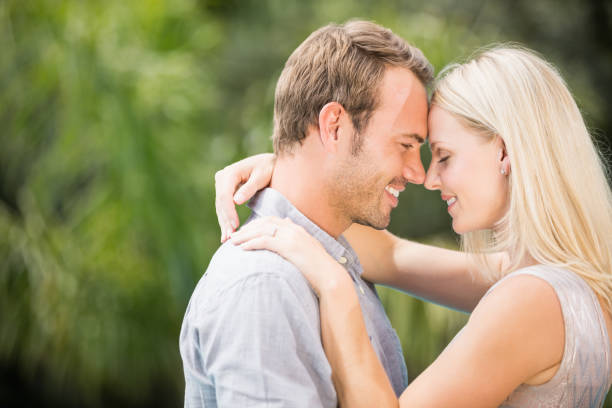 Smiling couple hugging Smiling couple hugging at resort 30 39 years stock pictures, royalty-free photos & images