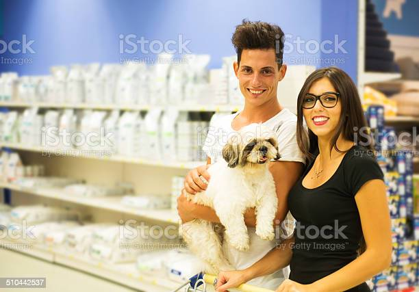 Smiling couple with dog in a pet shop picture id510442537?b=1&k=6&m=510442537&s=612x612&h=dglqz5c9zop5yeeyh9cfnbmm8pzvuhj0neoncb1w3ve=
