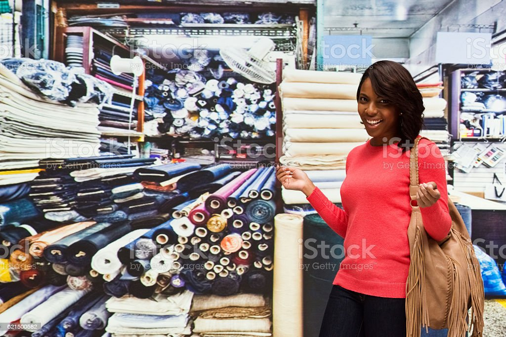 Smiling customer in textile industry photo libre de droits