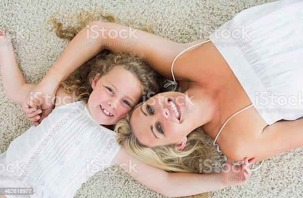Lächelnd Tochter Und Mutter Stockfoto und mehr Bilder von Alleinerzieherin