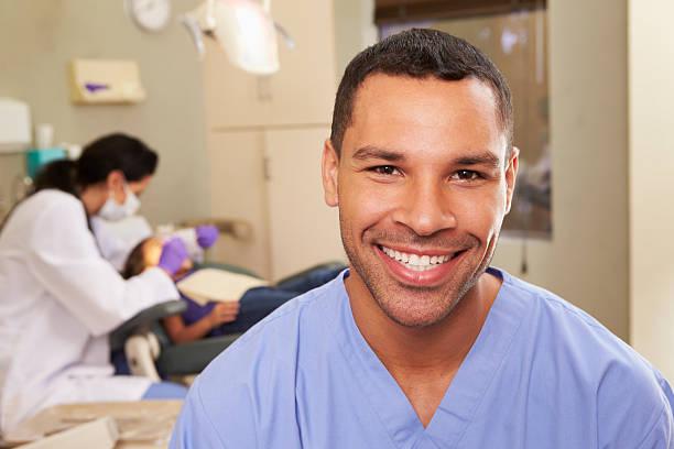 ritratto di infermiere in chirurgia dentale dentisti - smile woman open mouth foto e immagini stock