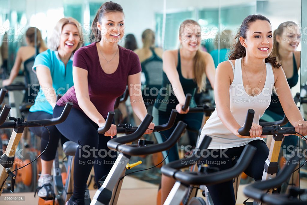 Smiling elderly and young women working out hard - foto de stock