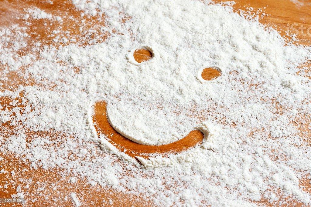 Lächelnde Gesicht auf Mehl – Foto