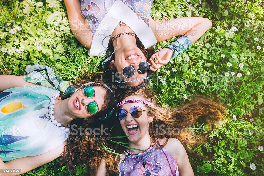 Visages de sourire femme hippie amis - Photo