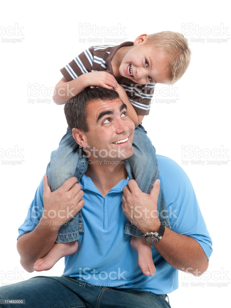 Lächelnd Vater und Sohn spielen, isoliert auf weiss – Foto