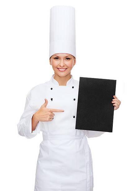 Lächelnd weiblichen chef mit leeren Papier Schwarz – Foto