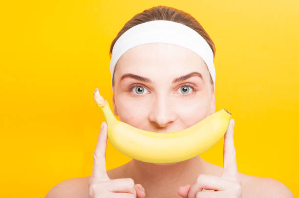 Smiling female portrait holding a banana – Foto