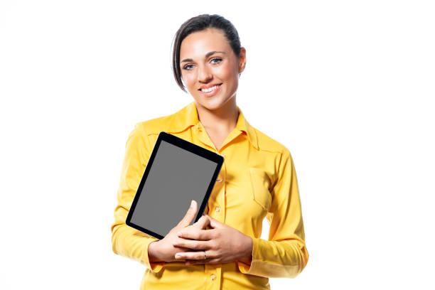 Lächeln, freundliche junge Frau hält eine Tablette – Foto
