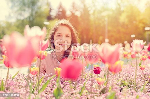 623358818 istock photo Smiling girl in the park 473194120