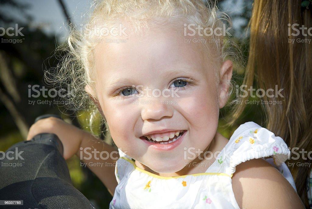 Uśmiechnięta Dziewczyna - Zbiór zdjęć royalty-free (Białe włosy)