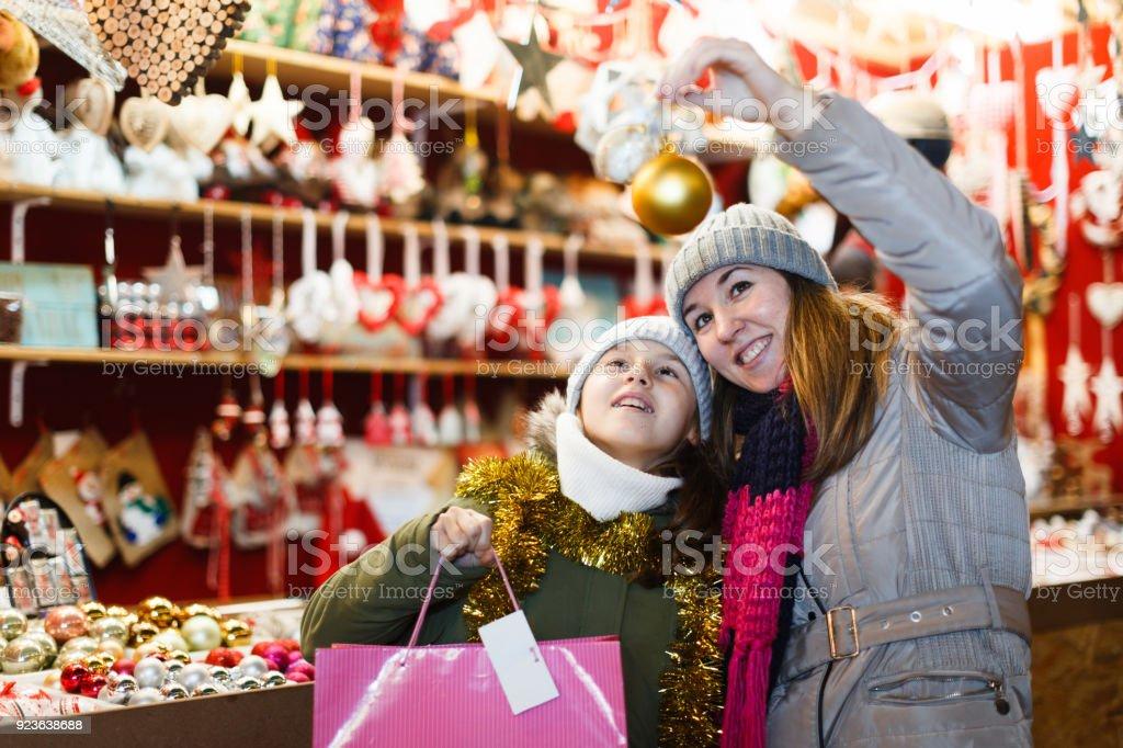 Con Comprando Mujer Juguetes De Está Sonriente Árbol Niña Para f6v7gyYb