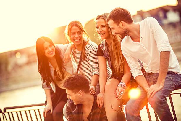 Lächelnd Gruppe von Freunden – Foto