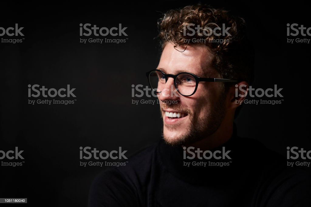 Lächelnder Mann in Gläsern – Foto