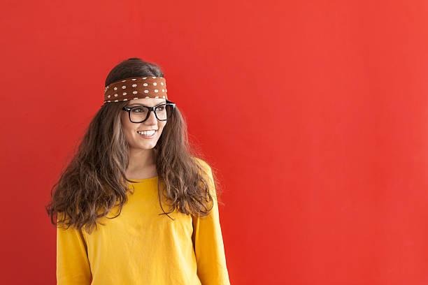 smiling hippie woman on red background - hippie stirnbänder stock-fotos und bilder