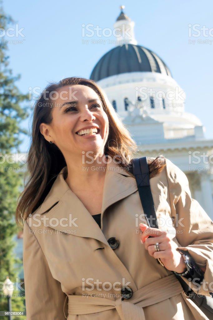 Lächelnd hispanische Reife Politikerin – Foto