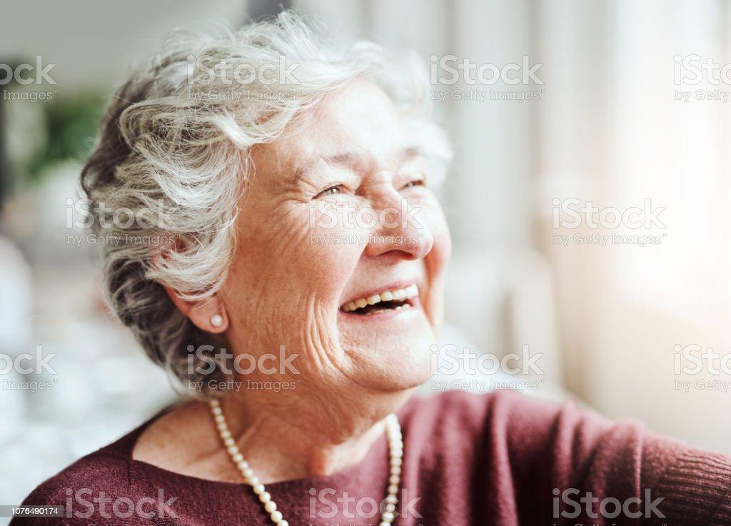 若い魂を保持笑みを浮かべて - 1人のロイヤリティフリーストックフォト