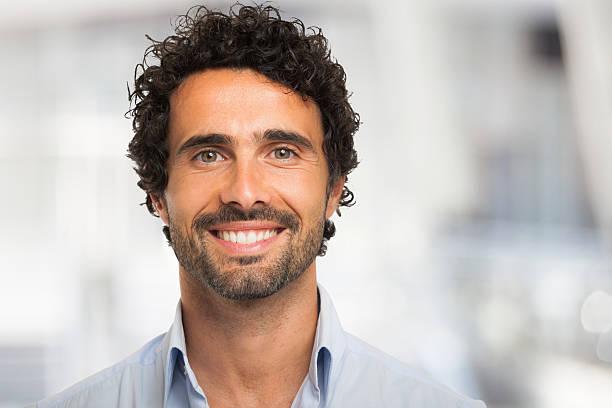 Retrato de hombre Sonriendo - foto de stock