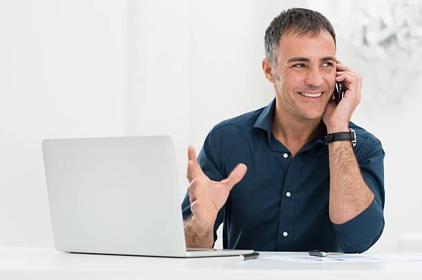 smiling man talking on cellphone - mid volwassen mannen stockfoto's en -beelden