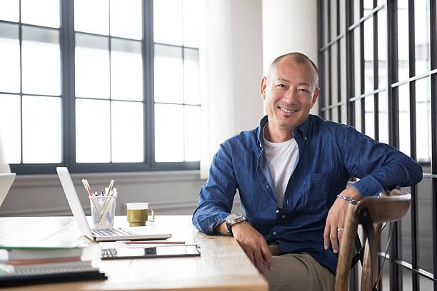 smiling mature asian man portrait - 亞洲 個照片及圖片檔