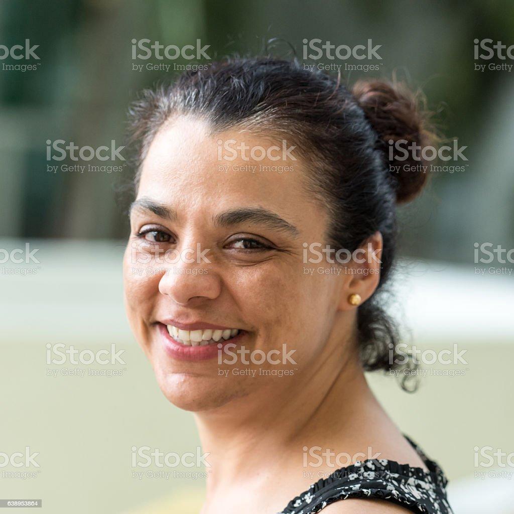 Mulher Madura sorrindo hispânico  - foto de acervo