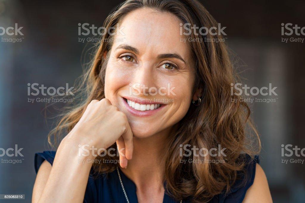 Souriant femme d'âge mûr photo libre de droits