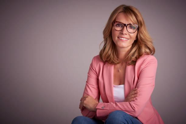 Lächelnde Frau Studio-Porträt – Foto