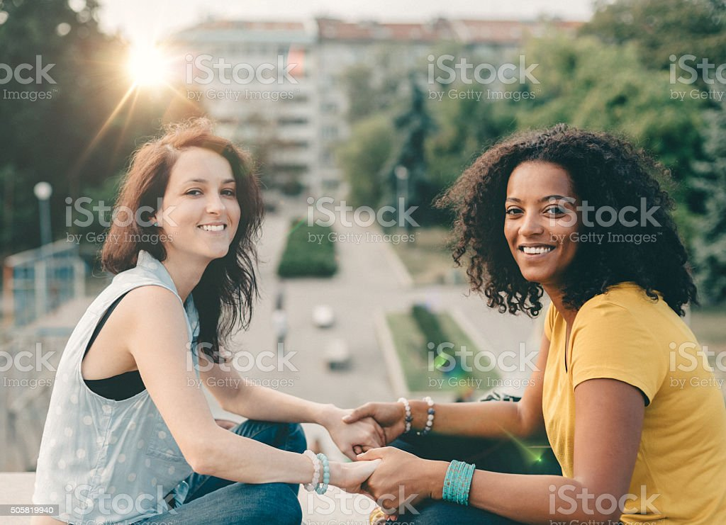 race mixte souriant filles - Photo