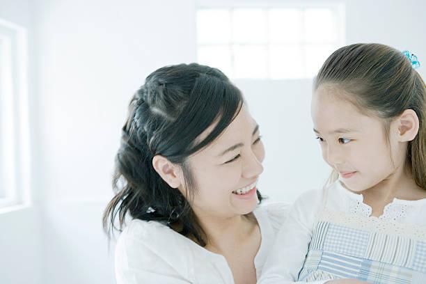 笑顔と母娘 - 母娘 笑顔 日本人 ストックフォトと画像