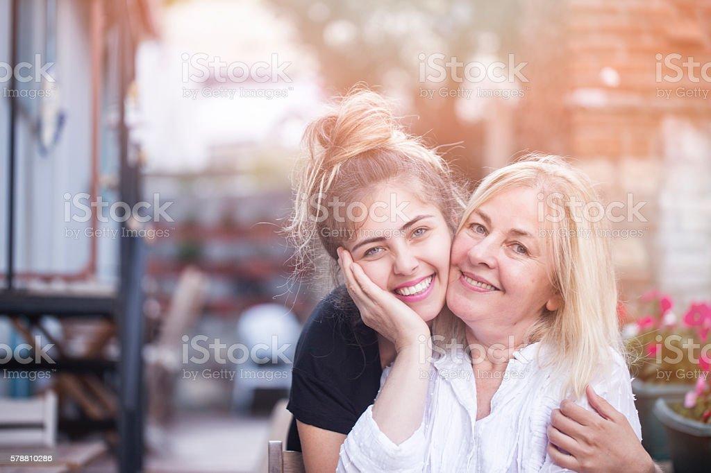 若い笑顔と母娘 ストックフォト