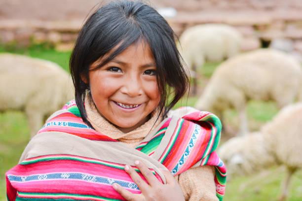 웃는 원주민 작은 농부. - 에콰도르 뉴스 사진 이미지