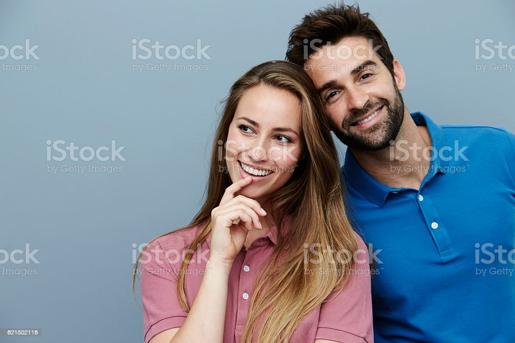 Smiling polo shirt couple in studio foto stock royalty-free