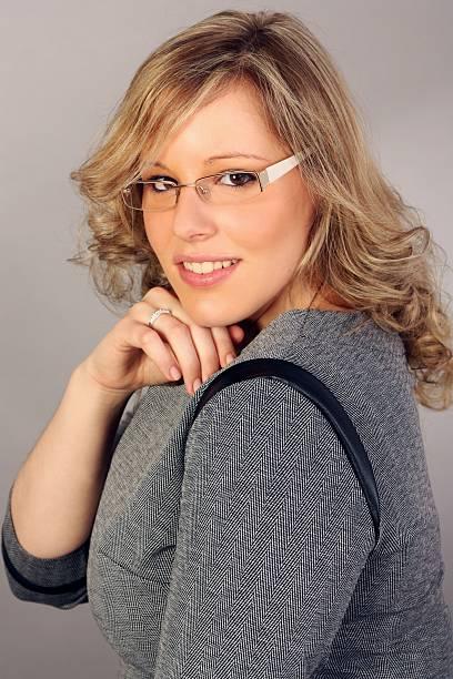 Lächeln Porträt einer Frau, die auf Auge Gläser – Foto