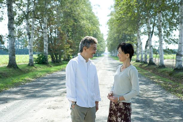 marido e esposa sorrindo sênior - somente japonês - fotografias e filmes do acervo